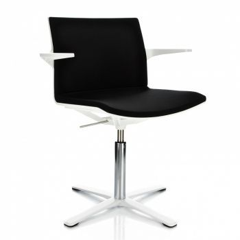 Trazo Armchair with central support