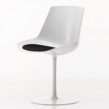 Flow Chair With Central Leg
