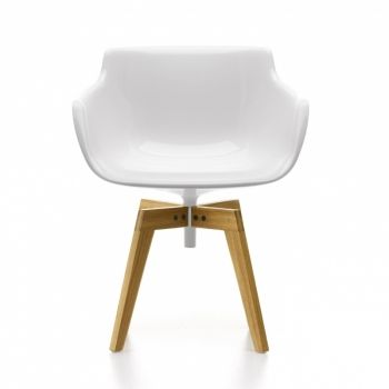 Flow Armchair with oaken legs