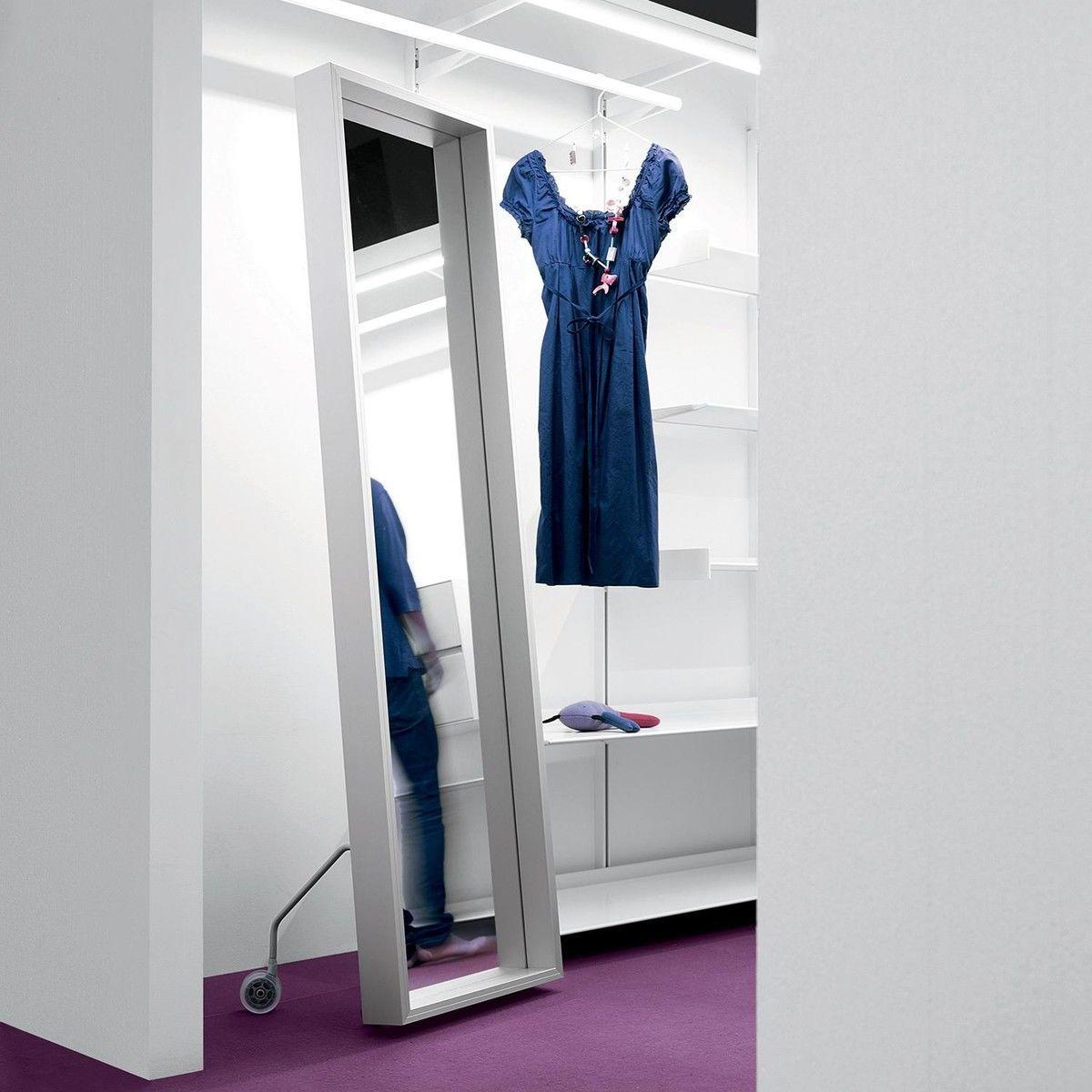 extra large spiegel mit rollen 186x50cm kristalia. Black Bedroom Furniture Sets. Home Design Ideas