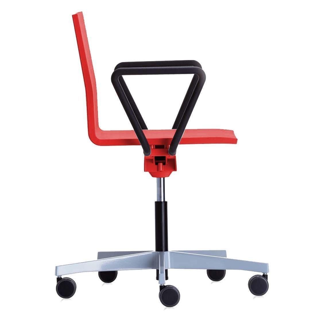 Vitra 04 chaise de bureau pivotante vitra for Chaise de bureau vitra prix
