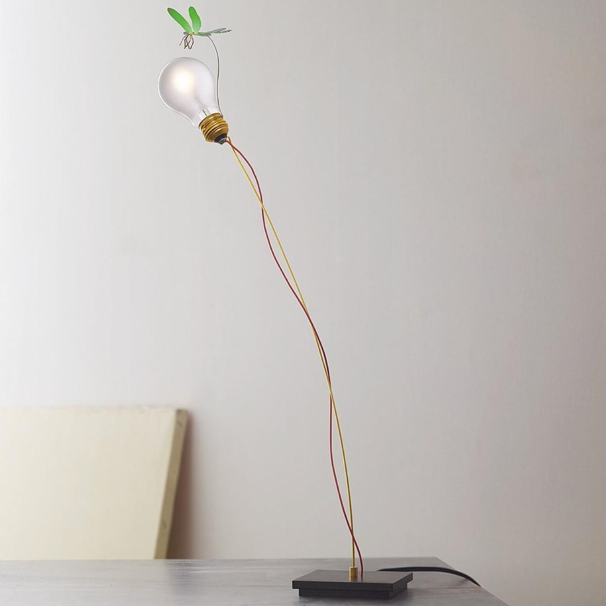 i ricchi poveri bzzzz lampe de table ingo maurer. Black Bedroom Furniture Sets. Home Design Ideas