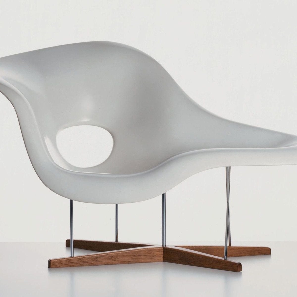 La chaise eames chaise longue vitra for Eames chaise