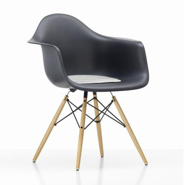 seat dots sitzkissen f r eames plastic chairs vitra. Black Bedroom Furniture Sets. Home Design Ideas