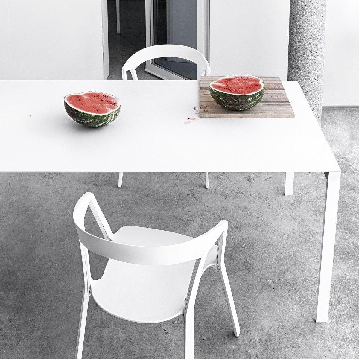 thin k aluminium tisch kristalia. Black Bedroom Furniture Sets. Home Design Ideas