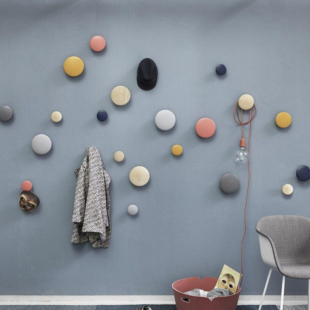 The dots kit de ganchos para colgar ropa muuto for Ganchos de pared adhesivos