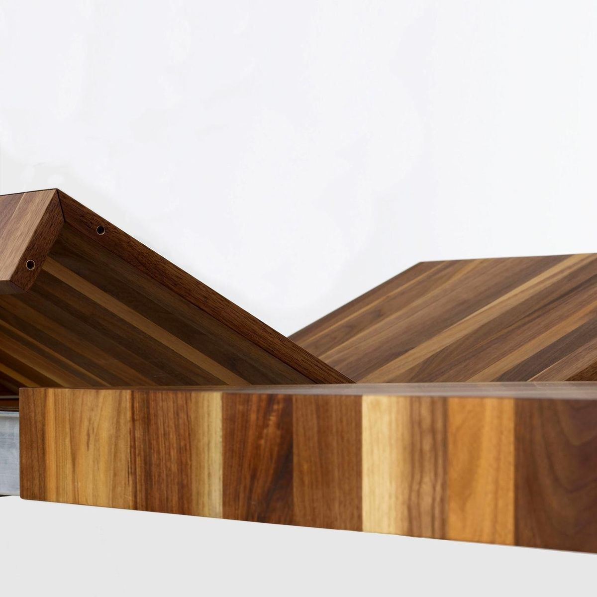 volta table en bois massif extensible more. Black Bedroom Furniture Sets. Home Design Ideas