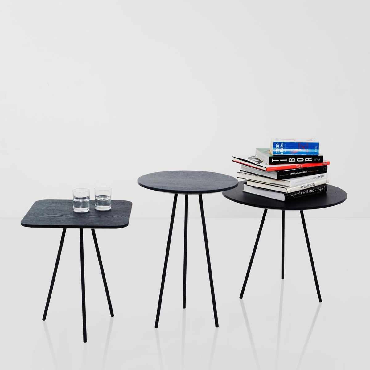 drip table d 39 appoint ronde more. Black Bedroom Furniture Sets. Home Design Ideas