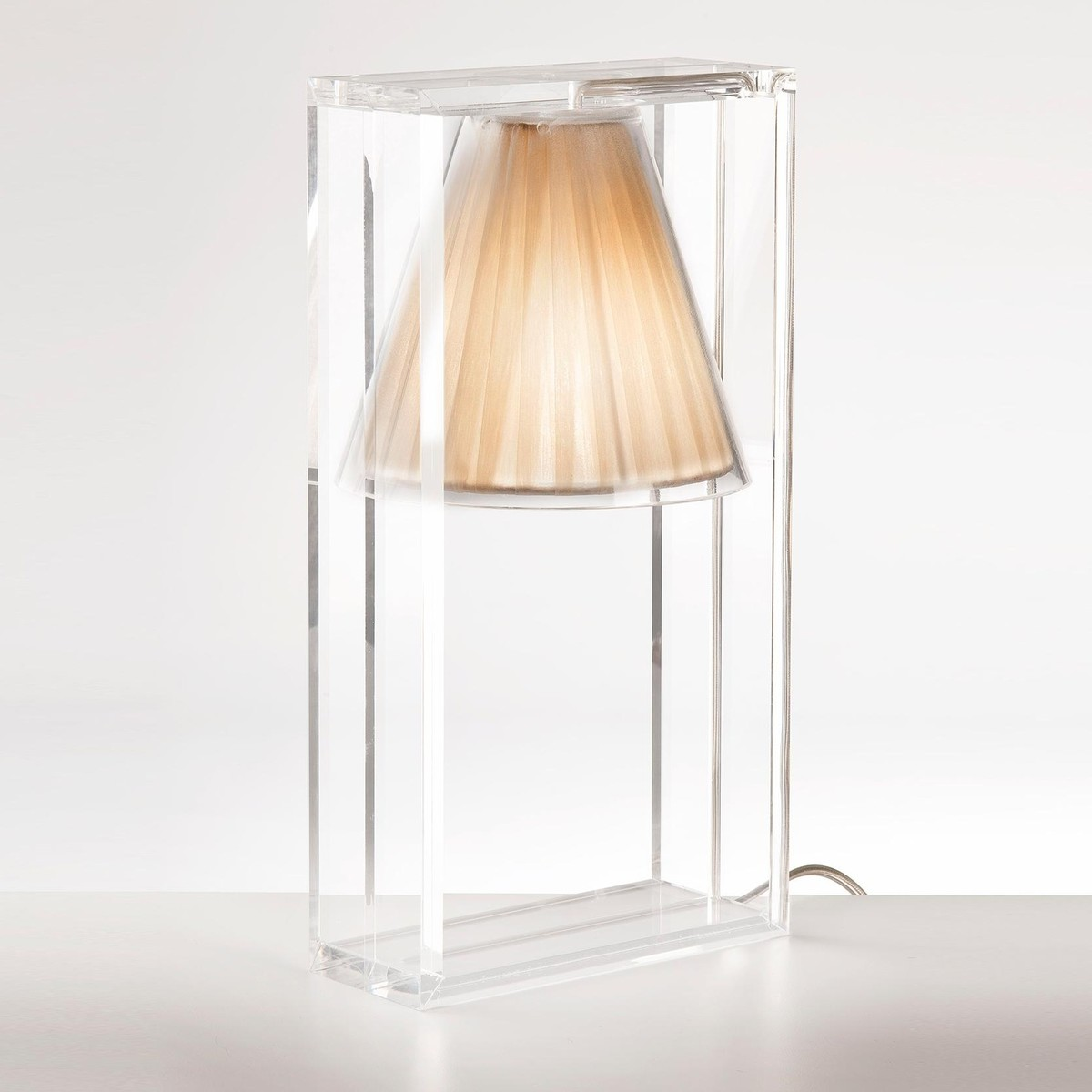 Light-Air - Lampe de table abat-jour tissu  Kartell  AmbienteDirect.com