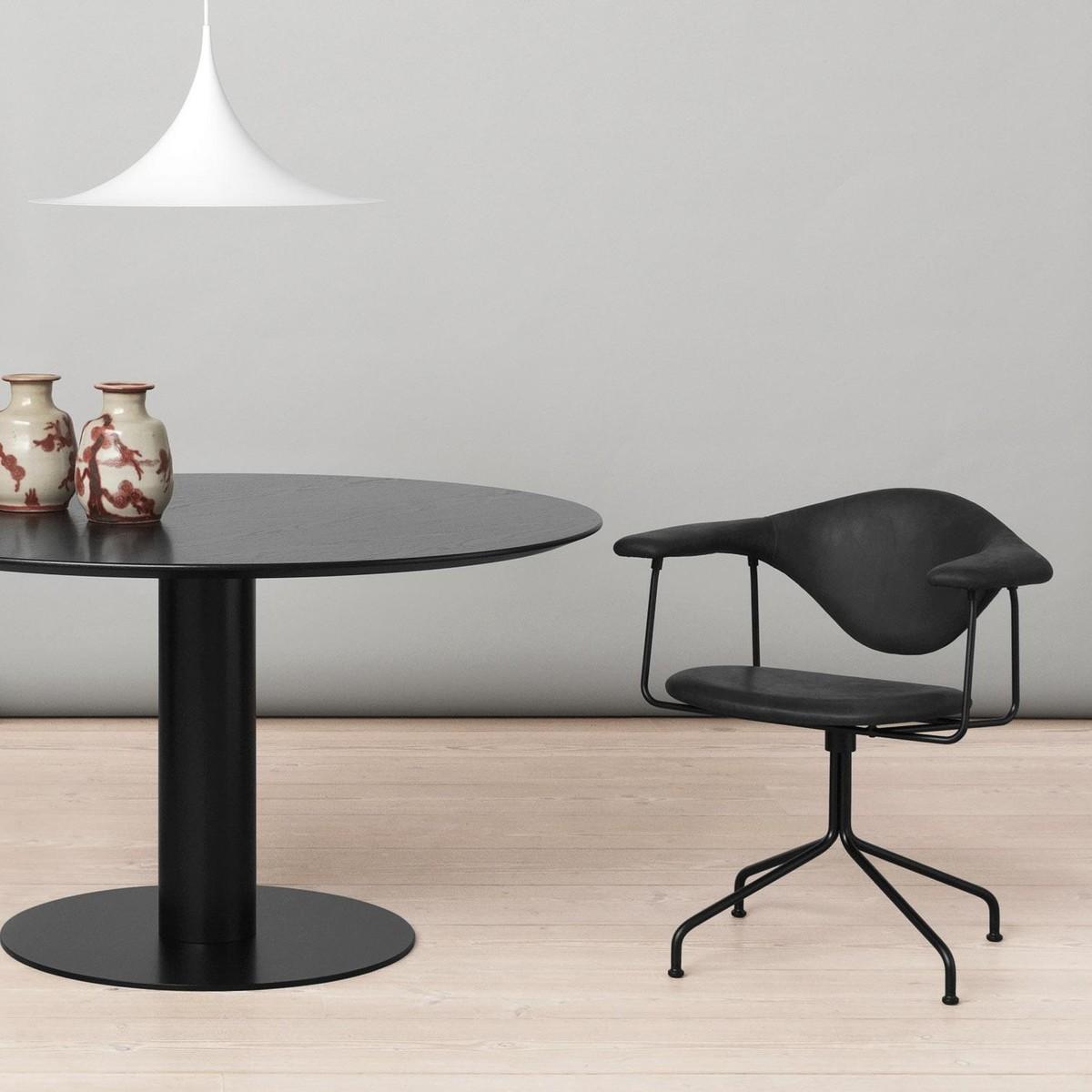 gubi masculo chaise pivotante gubi. Black Bedroom Furniture Sets. Home Design Ideas