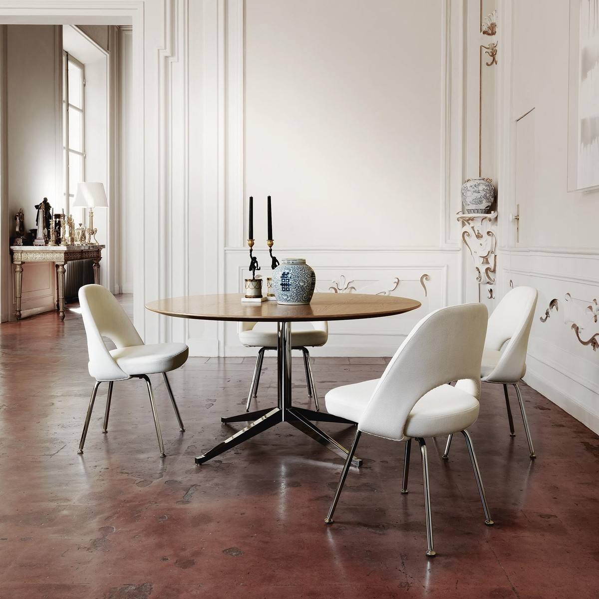 saarinen conference chaise ch ne naturel knoll international. Black Bedroom Furniture Sets. Home Design Ideas