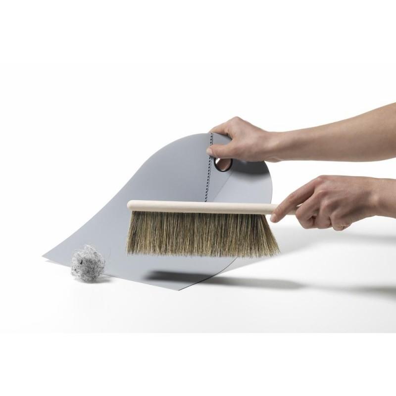 normann copenhagen handfeger und kehrblech normann. Black Bedroom Furniture Sets. Home Design Ideas