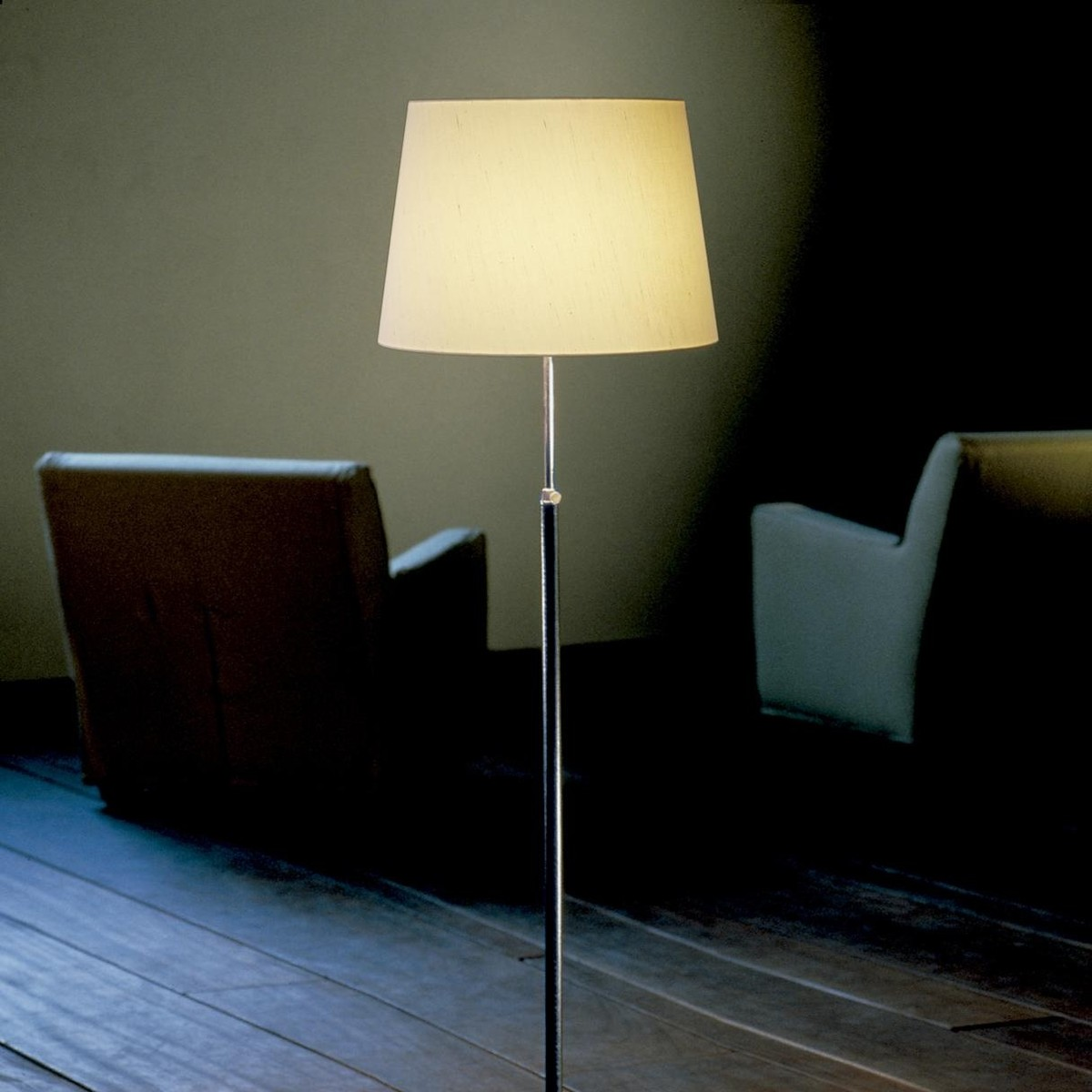 pie de salon floor lamp santa cole. Black Bedroom Furniture Sets. Home Design Ideas