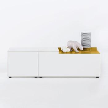 Piure - Nex Pur Box Lowboard 180x52.5x48cm - weiß/gold/MDF matt lackiert/mit Gleitfüße/mit 1 Aluminium-Aufsatz in der Farbe gold