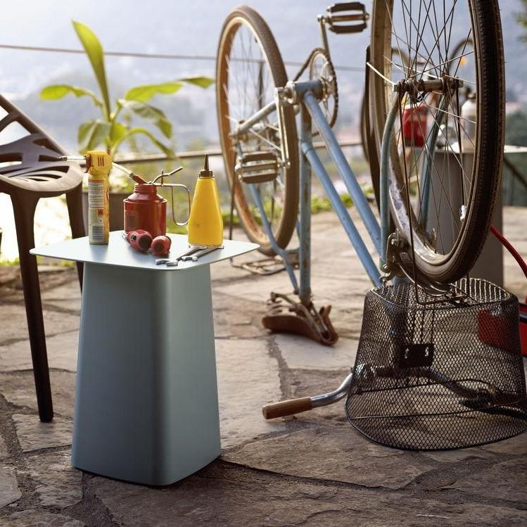 metal side table outdoor beistelltisch vitra. Black Bedroom Furniture Sets. Home Design Ideas